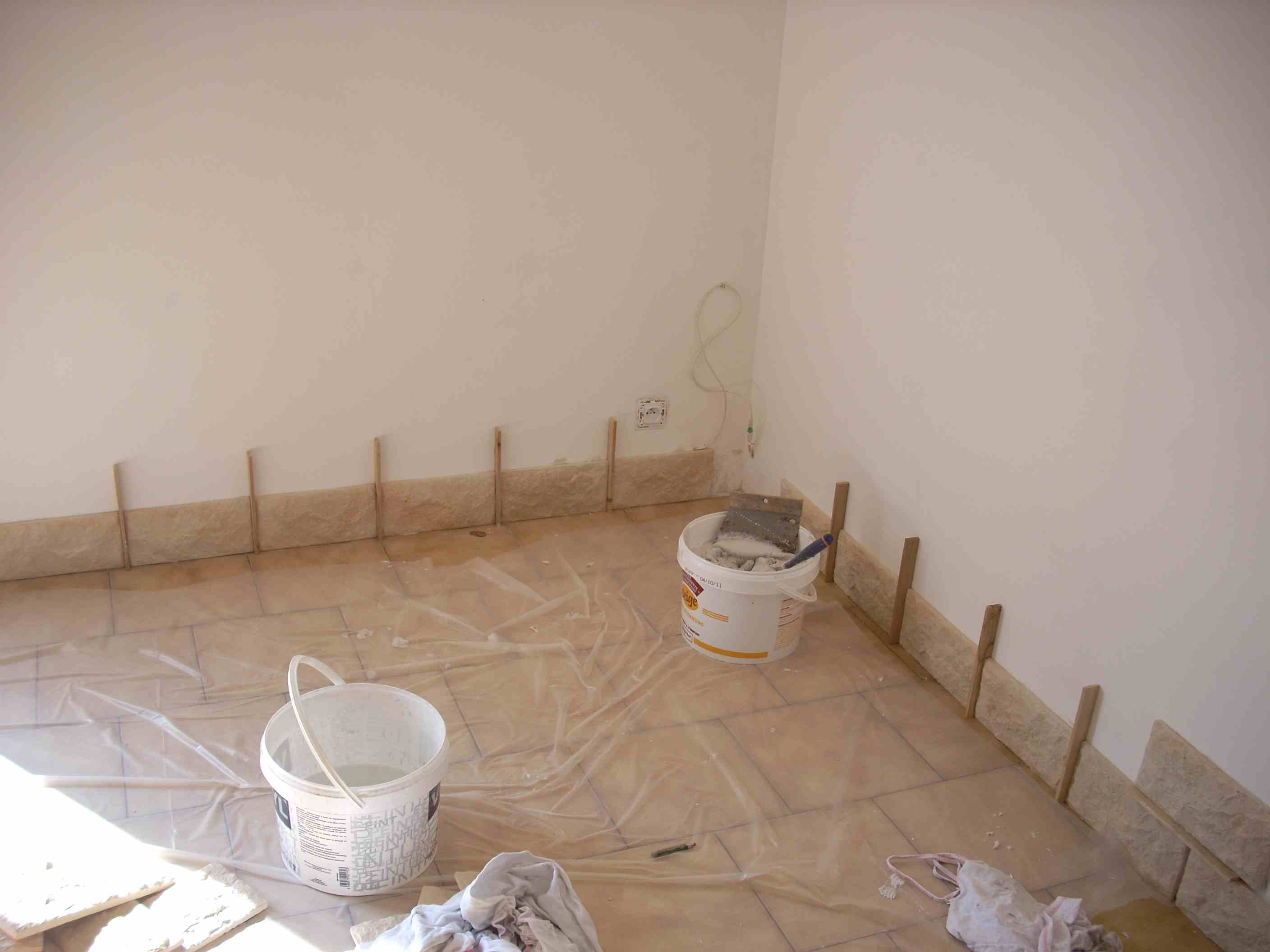 Pose des pierres de parement for Mur en parement de pierre interieur