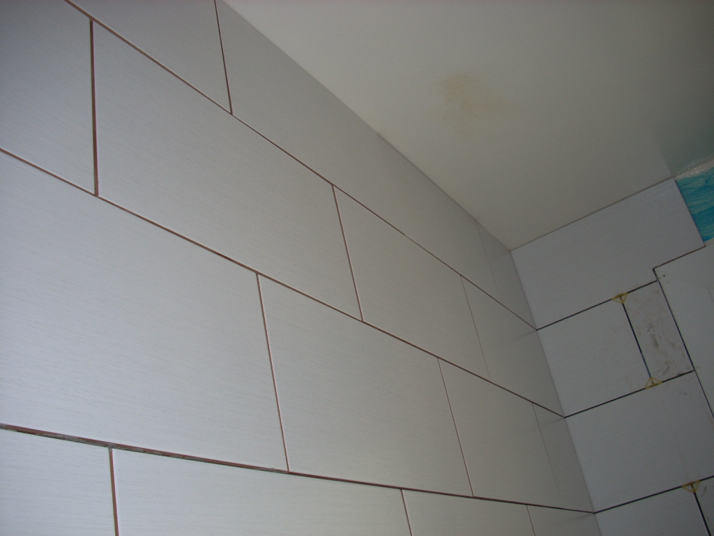 Renovation complet de salle de bain for Pose en quinconce carrelage